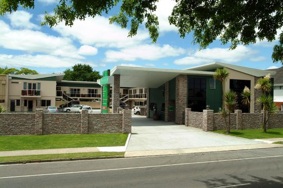 Emerald Spa Motor Inn: Recognise us from the street