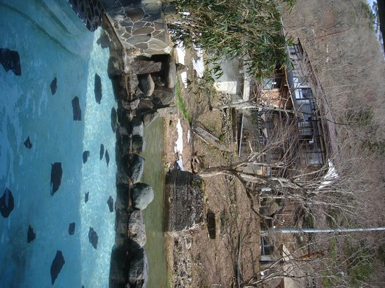Oosawa Onsen Sansuikaku : 大沢の湯から菊水館を望む