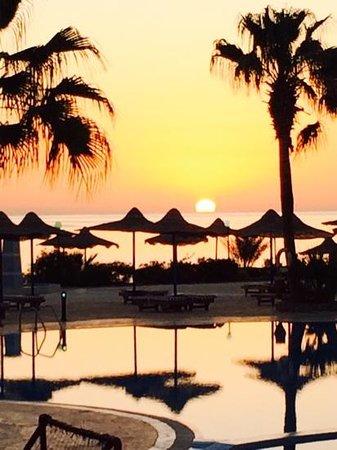 Blue Reef Red Sea Resort : blue reef sunrise