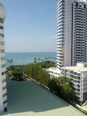 Jomtien Palm Beach Hotel & Resort: Вид из номера