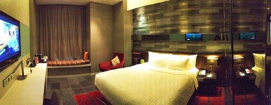 The Quincy Hotel by Far East Hospitality: Kamar tidur yang super luas!