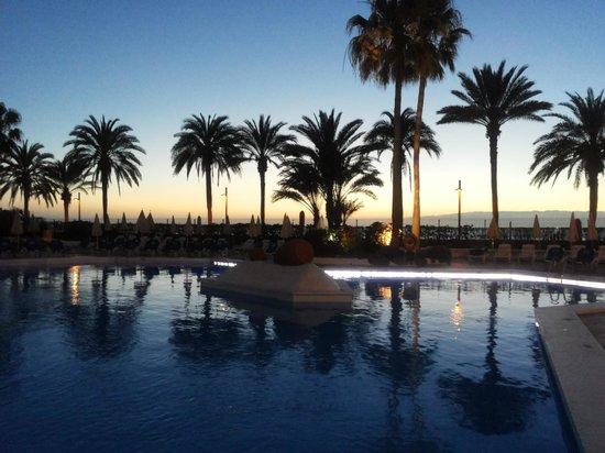 Sol Tenerife: tramonto sulla piscina