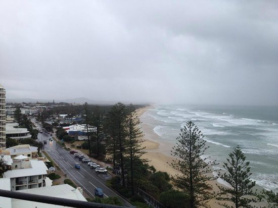 Clubb Coolum Beach: Even in bad weather the view is still impressive.