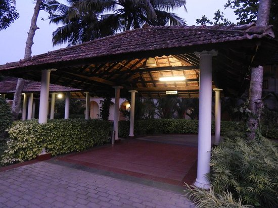 Lemon Tree Vembanad Lake Resort : The entrance