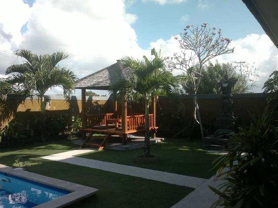 Puri Hasu Bali : Беседка, территория