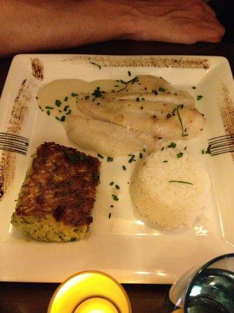 Au Pied Dans le Plat : Filet de St Pierre : correct mais poisson un peu sec et accompagnements trop basiques