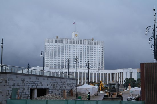 Radisson Royal Hotel Moscow: Opposite the Hotel Entrance