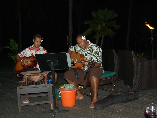 Lomani Island Resort: Nightly music - we loved it!
