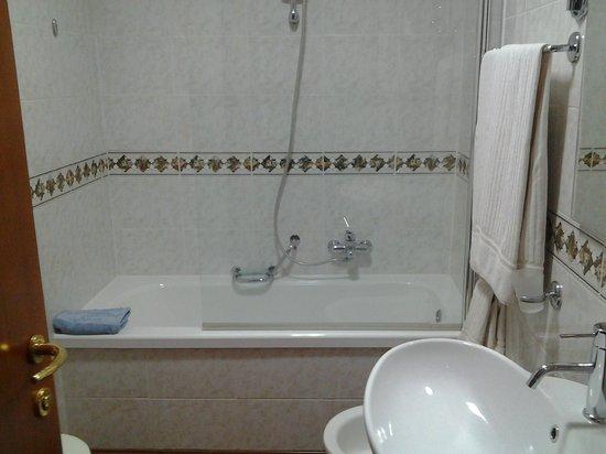 Best Western Hotel Tigullio Royal: vasca da bagno