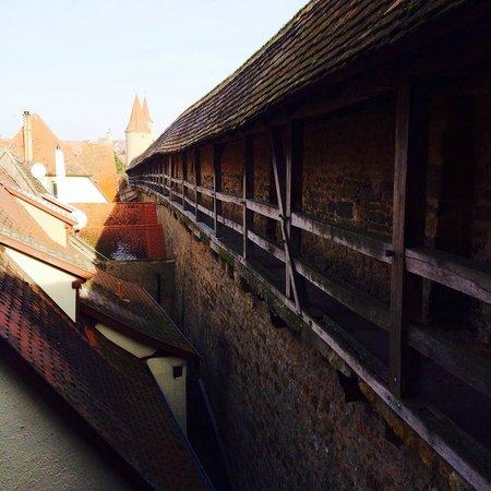 Altstadt: 古老的城牆棧道