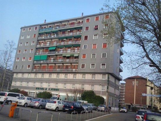 Hotel dei Fiori: palazzo condominiale con l'hotel nei primi 2 piani