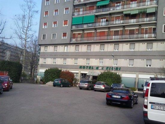 Hotel dei Fiori: l'ingresso