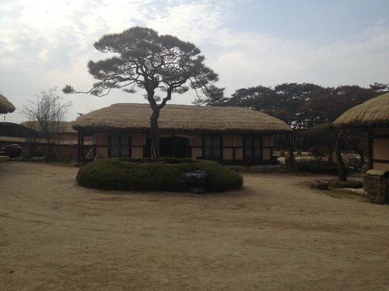 """Rakkojae Hahoe: Our """"room"""" from the outside"""""""