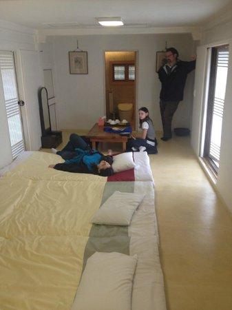 Rakkojae Hahoe: Our room on the inside.