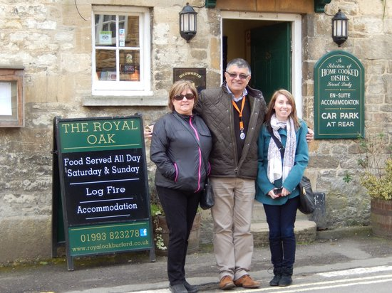 London Private Tours : Karen and Jennifer Price outside a Pub in the Cotswolds
