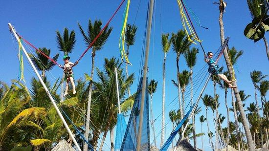 Sirenis Punta Cana Resort Casino & Aquagames: Bungie trampoline!
