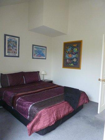 Okoromai Bay Bed & Breakfast: Queen Bedroom