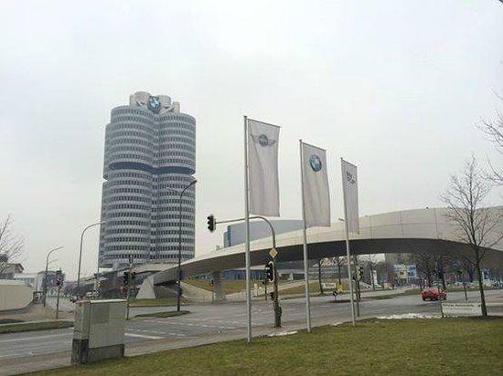 BMW Welt: BMW總部就在旁邊