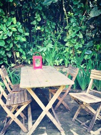 Chateau Hestia Garden Restaurant & Deli : Outside table