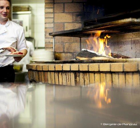 Cuisine au feu de bois picture of la bergerie de - Cuisine au feu de bois ...