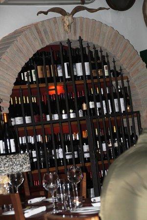 Fim Do Mundo: Gut gefülltes Weinregal