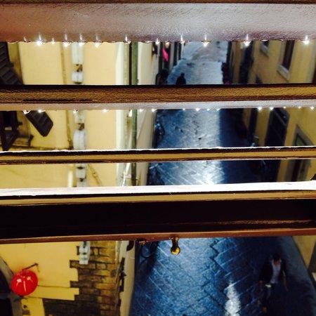 Hotel Cristina : Из окна номера дорога к палаццо Веккьо ( не больше 100 метров)