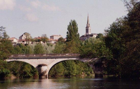 La Roche-Chalais, France : Le clocher du village