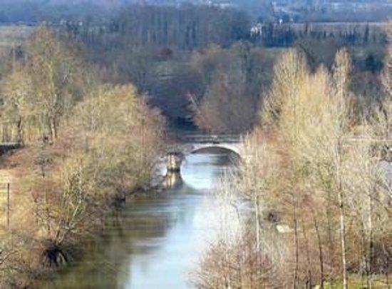 La Roche-Chalais, France : Vue sur la Dronne