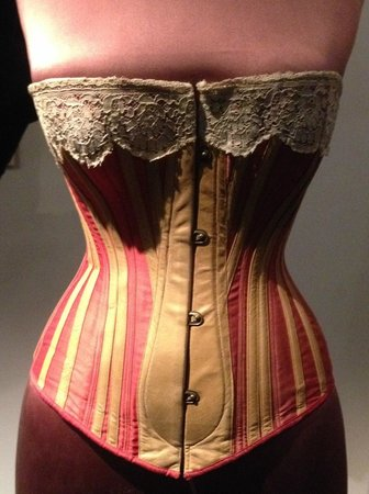V&A  - Victoria and Albert Museum : fashion