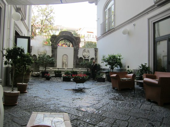 Hotel Piazza Bellini : hotel garden