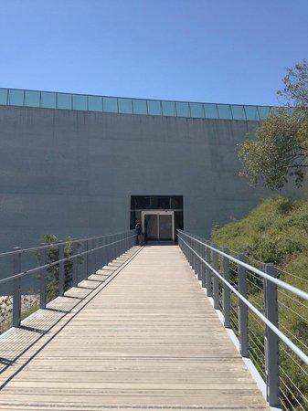 Mémorial de Yad Vashem : Entrance
