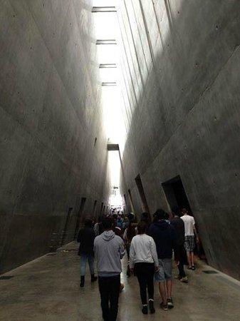 Mémorial de Yad Vashem : Inside Yad Vashem