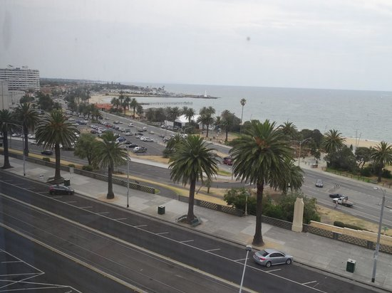 Novotel Melbourne St Kilda : towards Luna Park and Gardens