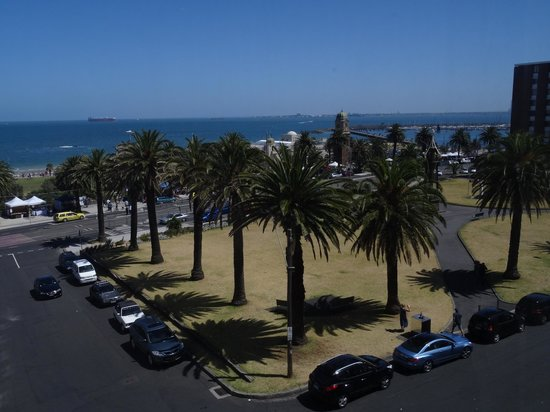 Novotel Melbourne St Kilda: Weekend markets are over the road