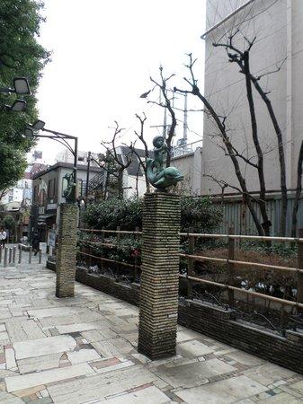 Citadines Central Shinjuku Tokyo: Walkway behind hotel