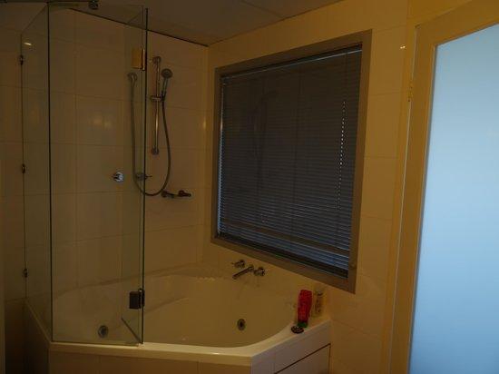 Novotel Melbourne St Kilda : bathroom