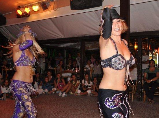 Pachuka, le danzatrici Monica Zacchello e Giulia Giamboni
