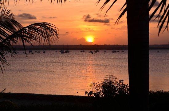 BEST WESTERN Coral Beach Hotel : Sunset