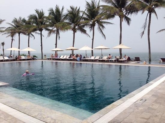 Victoria Hoi An Beach Resort & Spa : pool area