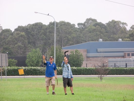 Activity Tours Australia : Steve teaching us how to throw a boomarang.