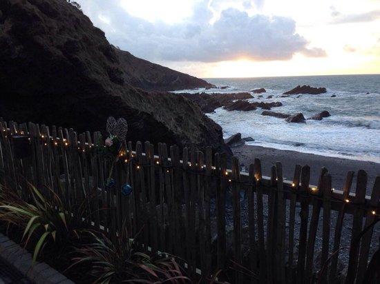 Tunnels Beaches: Wedding evening