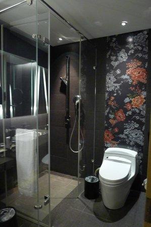 Hotel Dua: 乾淨的浴室