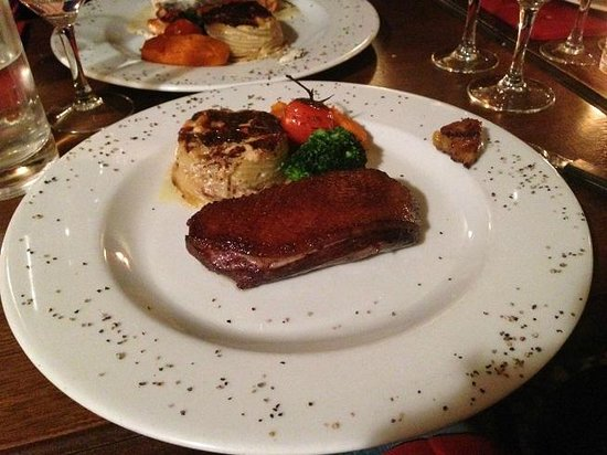 Chez Toinette : duck breast with potatoes au gratin and mashed carrots