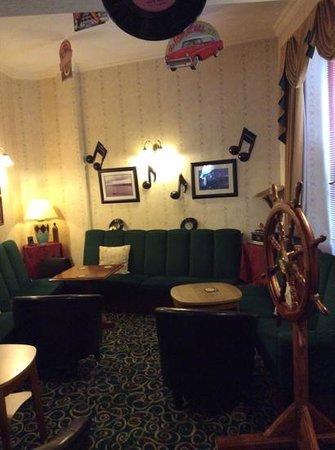 The Marlborough Hotel: Entertainment Lounge