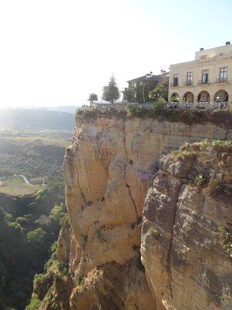 Parador de Ronda: vue de l'hotel sur la faille