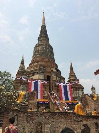 Ayutthaya Ruins : 下から
