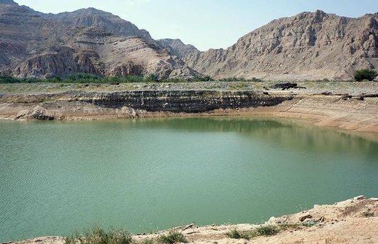 Ras al-Jaima, Emiratos Árabes Unidos: Beautiful lake enroute to Jebel Jais