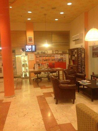 Abraham Hostel Jerusalem: lobby2
