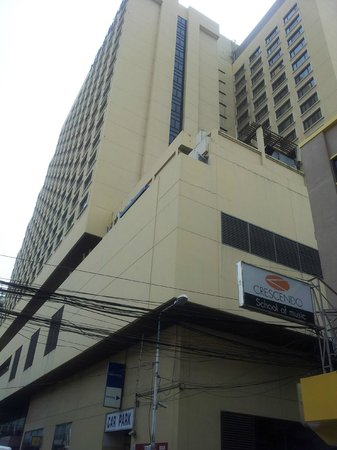 Novotel Bangkok on Siam Square : Front view from street