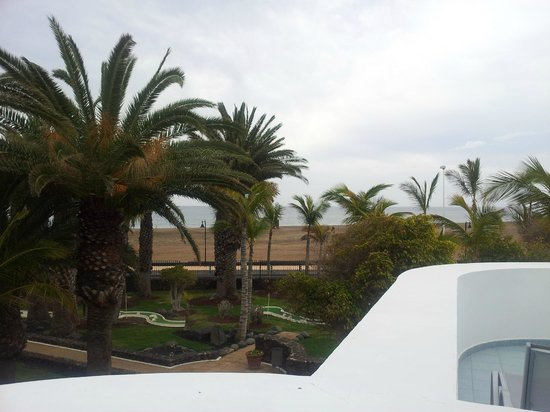 Hipotels La Geria: Blick vom Balkon auf den nahen Strandbereich